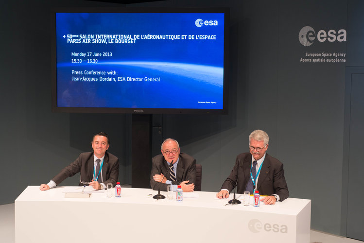 ESA press conference at ESA pavilion