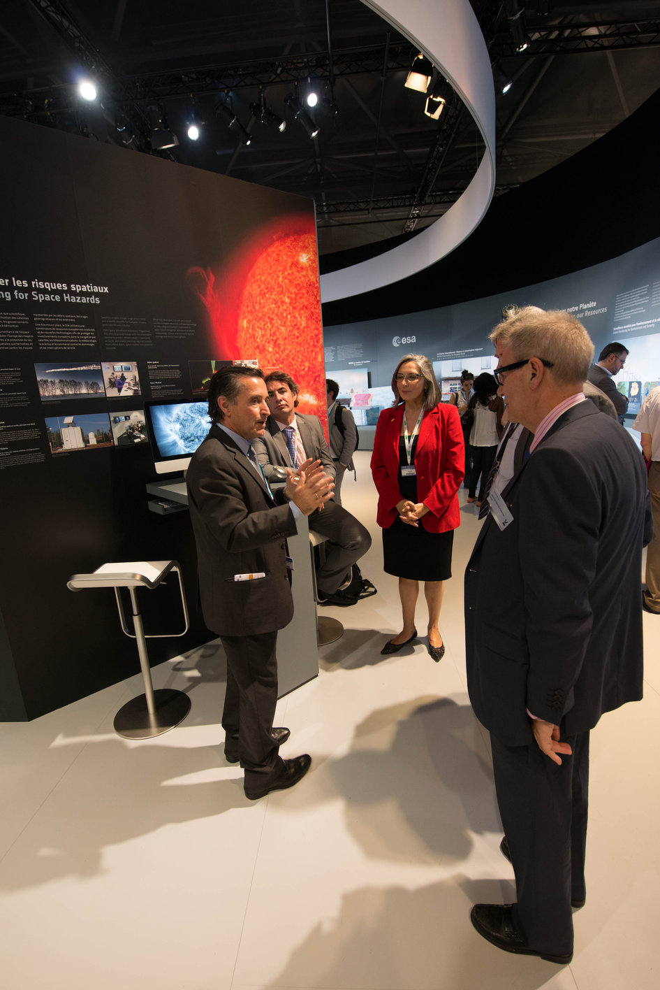 Fernando Doblas presents to a Delegation of the Andalusian Government the ESA Pavilion