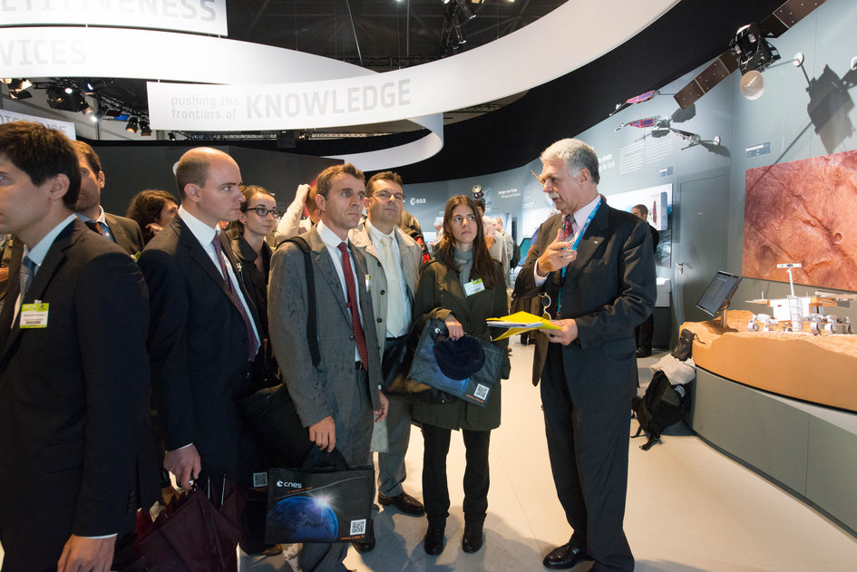 Franco Bonacina presents to the French Ministry of Foreign Affairs Delegation the ESA pavilion
