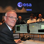 Herschel Mission Scientist Martin Kessler sends final command from ESOC's Main Control Room 17 June 2013