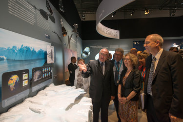 Jean-Jacques Dordain presents to Genevieve Fioraso the ESA Pavilion