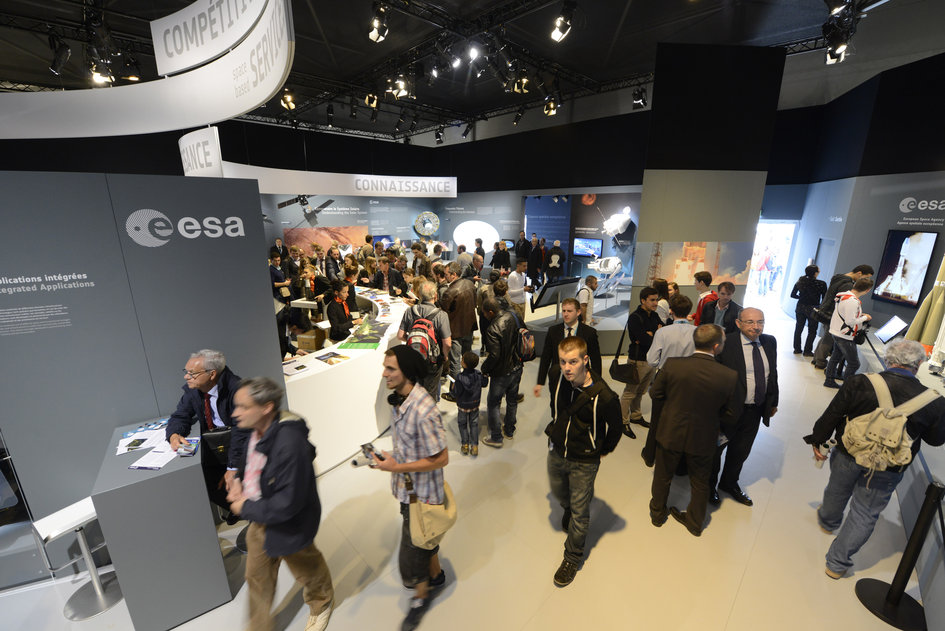 Public visiting the ESA pavilion