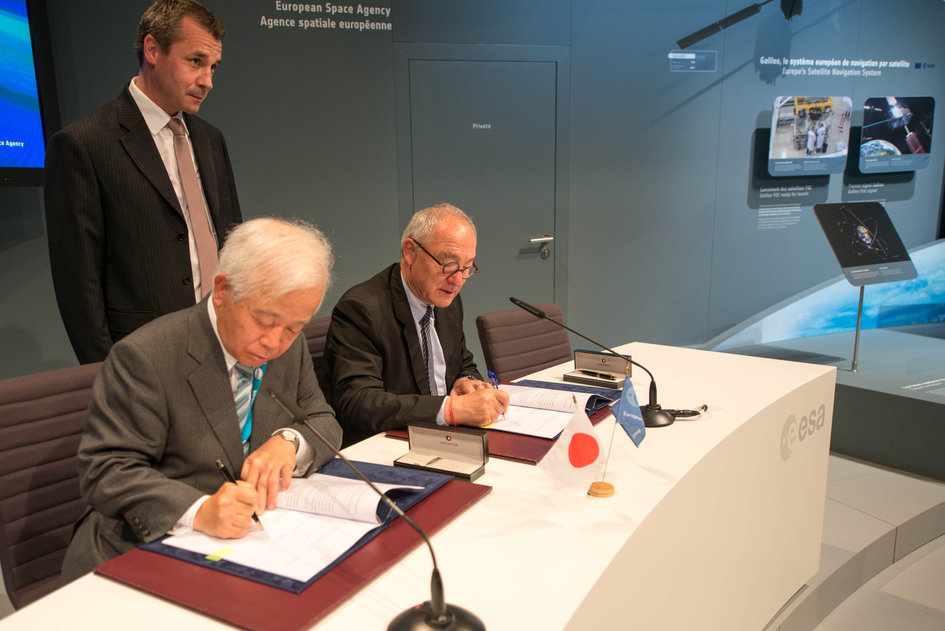 Signature of an agreement between ESA and JAXA concerning cooperation in the field of Space components