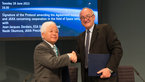 [13/44] Signature of an agreement between ESA and JAXA concerning cooperation in the field of Space components