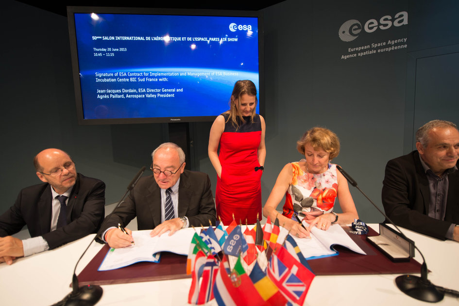 Signature of the ESA Contract for the Implementation and Management of BIC Sud France