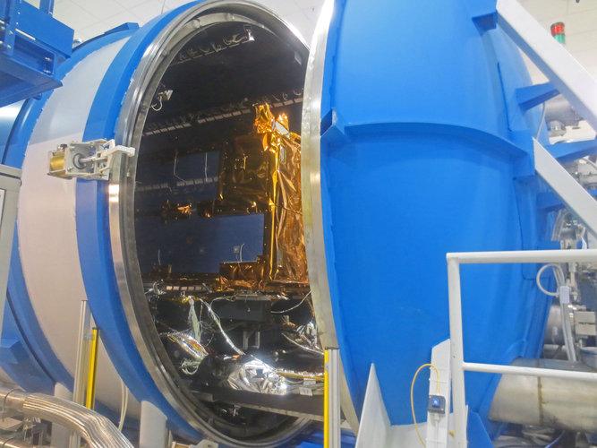 Encapsulation in vacuum chamber