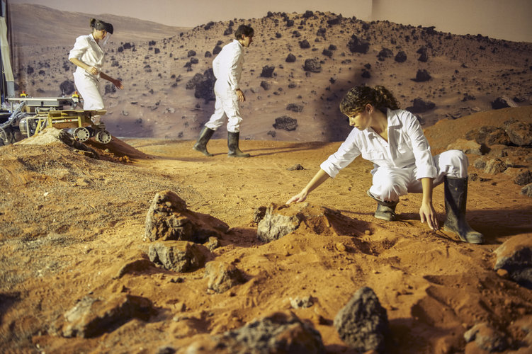 Dutch students explore ESA's Mars Yard