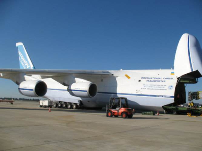 Antonov plane at Toulouse airport during Gaia loading