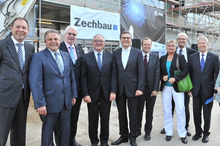 ESA and German VIPs at Richfest roof-topping ceremony at ESOC II, Darmstadt, 4 September 2013
