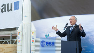ESA Director General Dordain speaking at the ESOC II Richtfest roof-topping ceremony, 4 September 2013