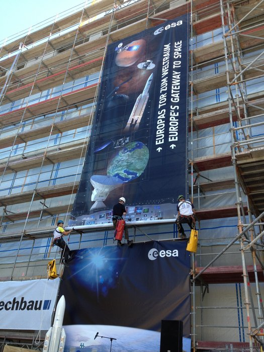 ESOC Climbing Club unfurls the banner at the Richtfest roof-topping ceremony for the ESOC II buildings, Darmstadt, 3 September 2013