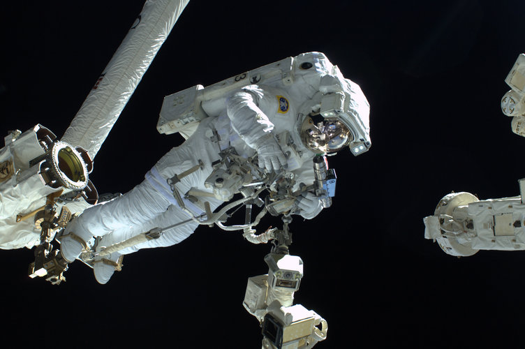 Watch live: first #SpacewalkForAMS