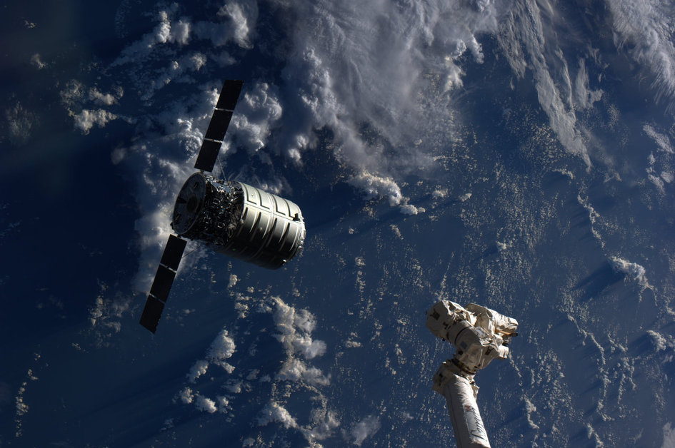 Cygnus approaches for Canadarm2 capture