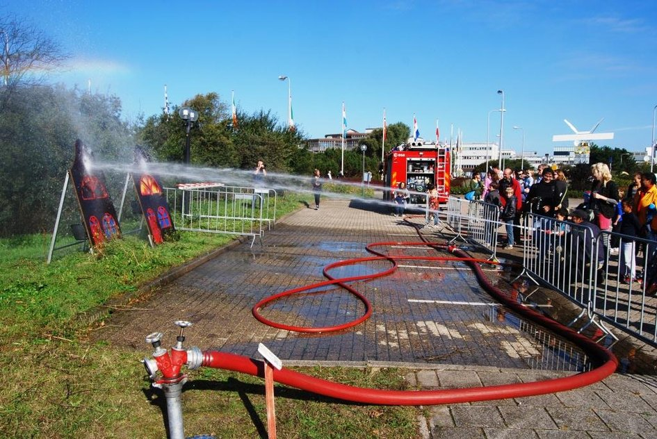 Shooting fire hoses