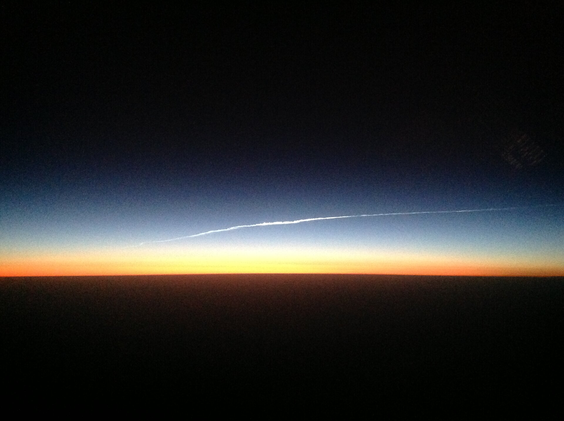 Airline pilot spots astronauts returning to Earth