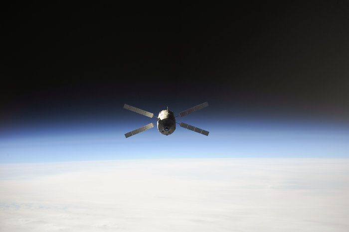 Space in Images - 2013 - 11 - ATV-4 over Earth
