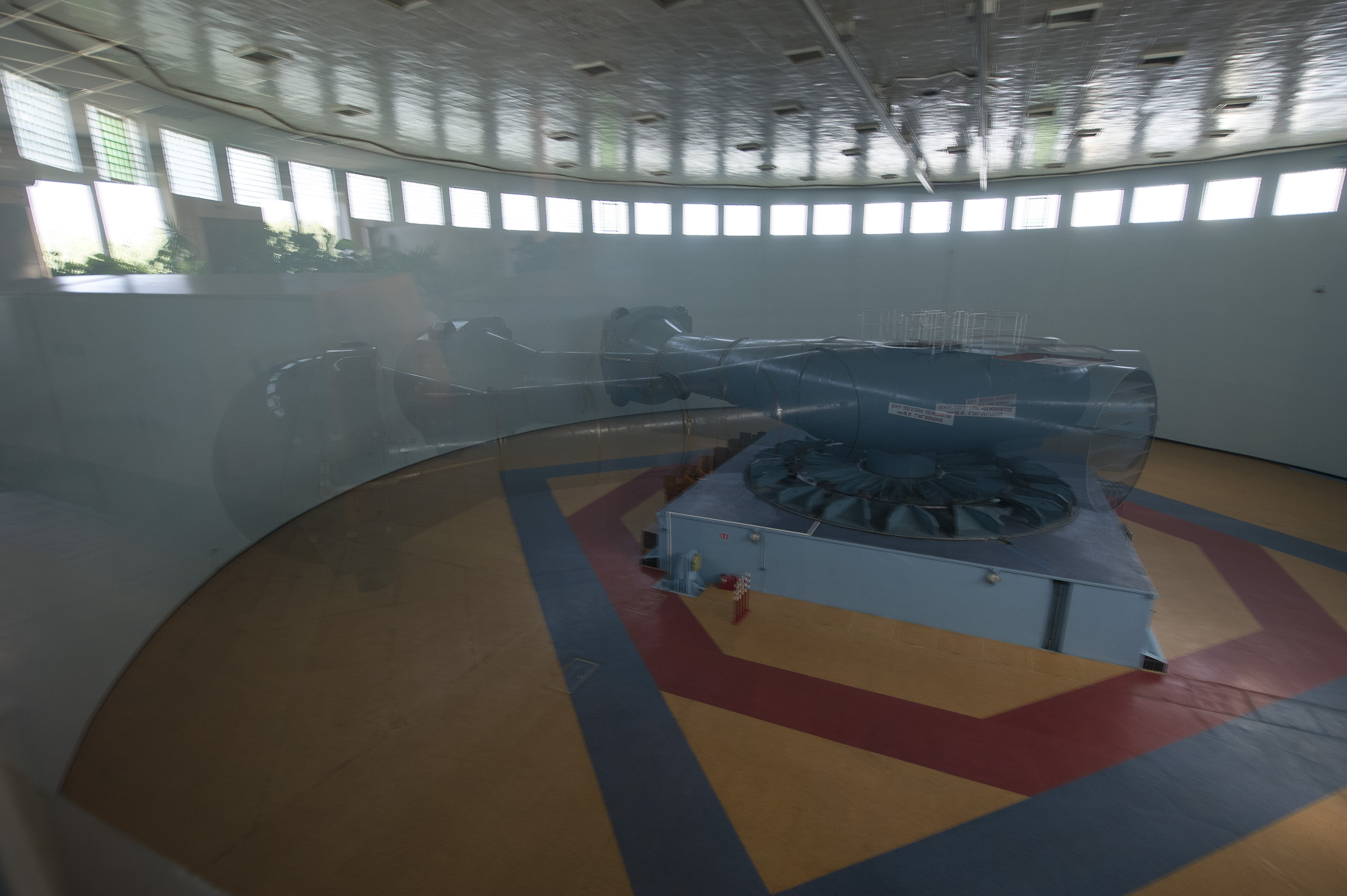 Space in Images - 2013 - 11 - Centrifuge training session ...