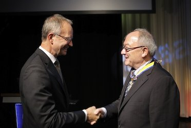 Dordain receives Dutch royal honour from Minister Kamp