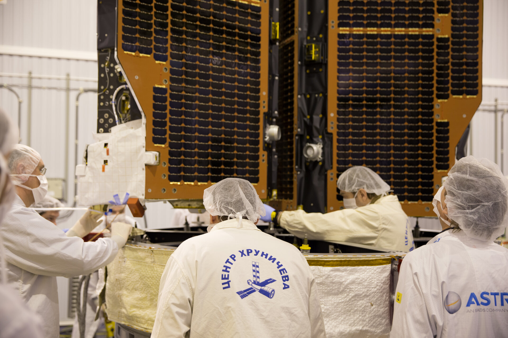 Positioning the second Swarm satellite on the launch adapter