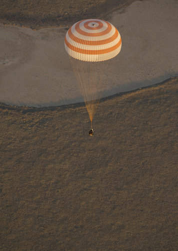 Soyuz TMA-09M before landing
