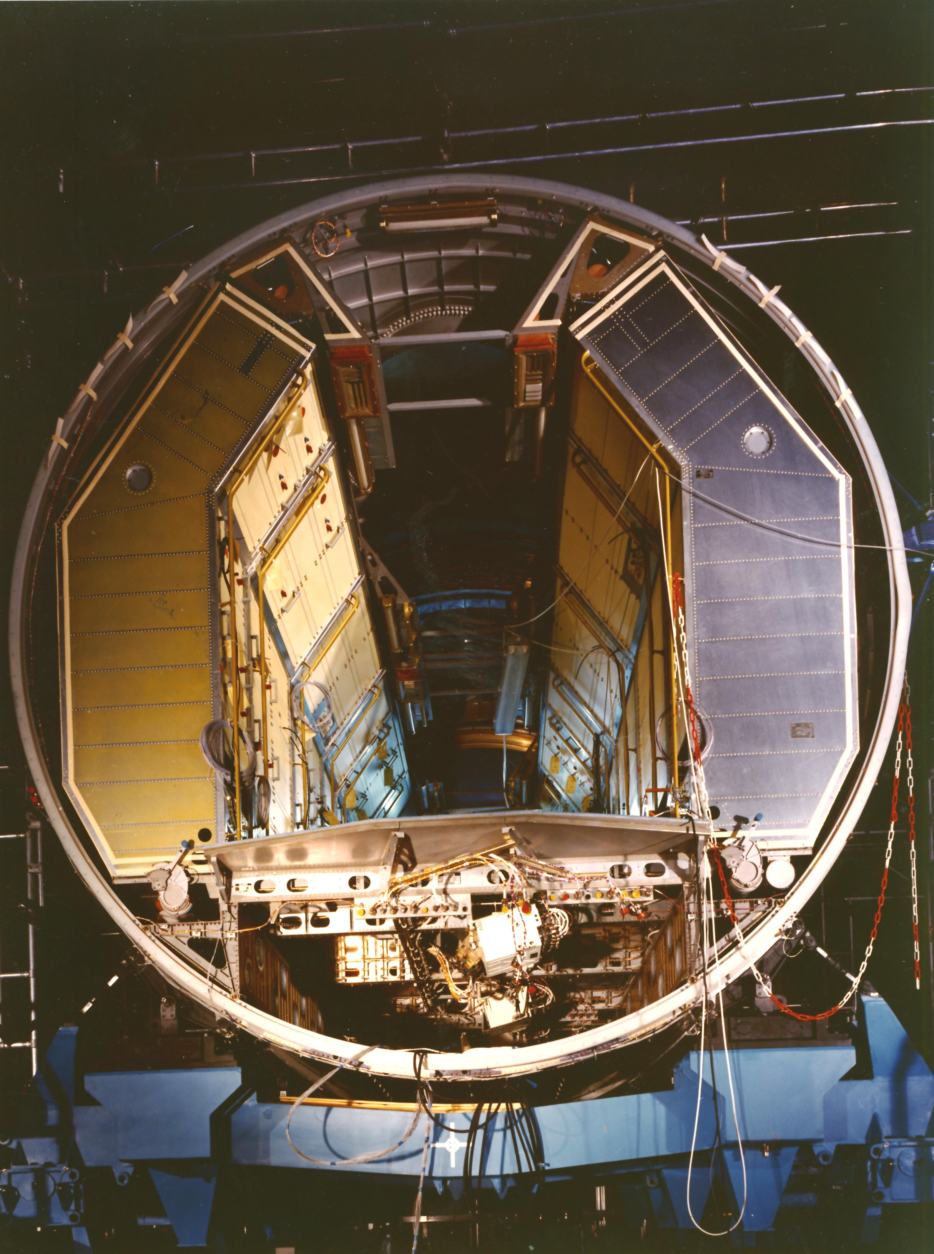 space in images 2013 11 spacelab module engineering model bremen 1978. Black Bedroom Furniture Sets. Home Design Ideas