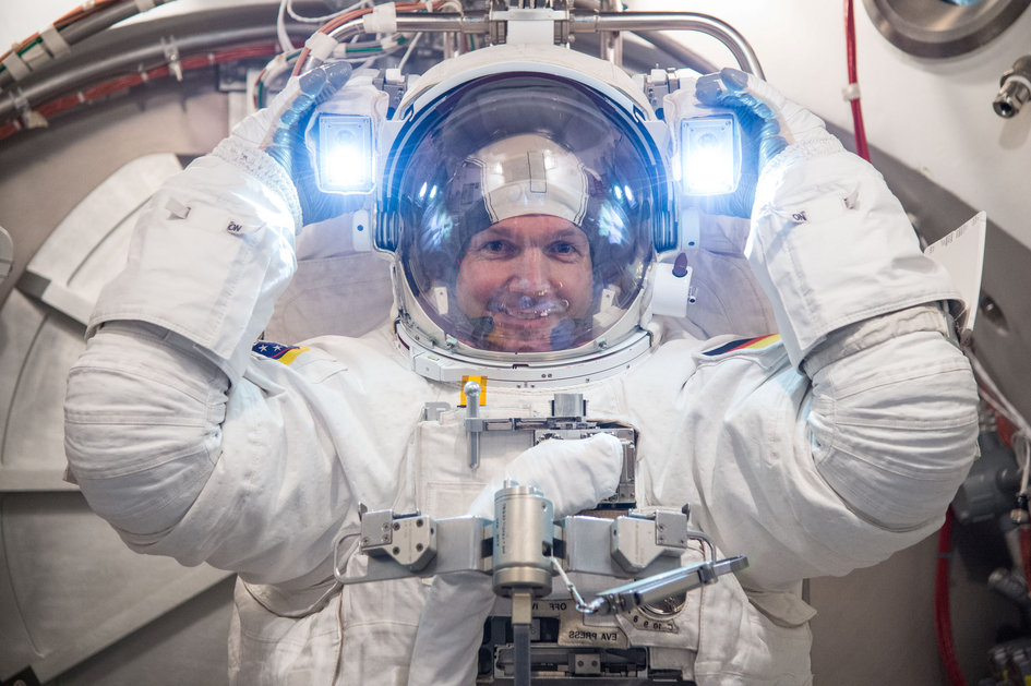 Alexander Gerst spacesuit check at NASA