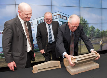 Former DG Roy Gibson places the first stone of the ECSAT sculpture
