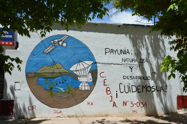 Student artists create a wonderful 'space murales' - celebrating ESA's deep-space tracking station - on a wall in Malargüe city, Argentina