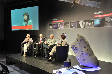 Discussing the Philae lander at the Rosetta wake-up event