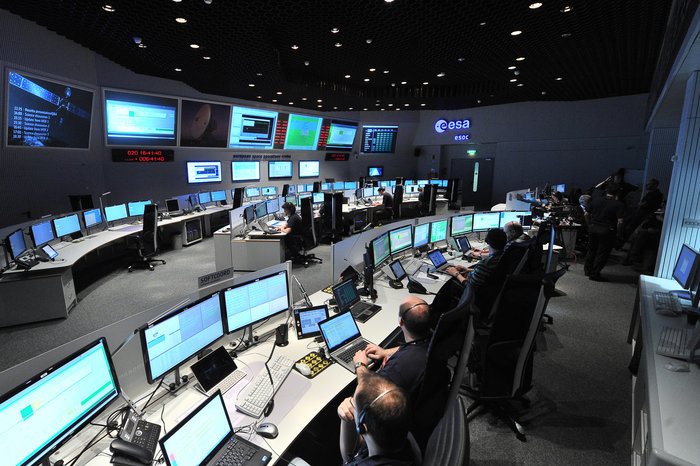 SIGNAL RECEIVED #AOS European Space Agency has reestablished contact with @ESA_Rosetta 807 million km from Earth #Rosetta @esaoperations