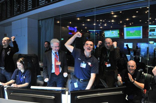 Rosetta s'est réveillée ce 20 janvier 2014 Rosetta_Wake-up_signal_cheer_node_full_image