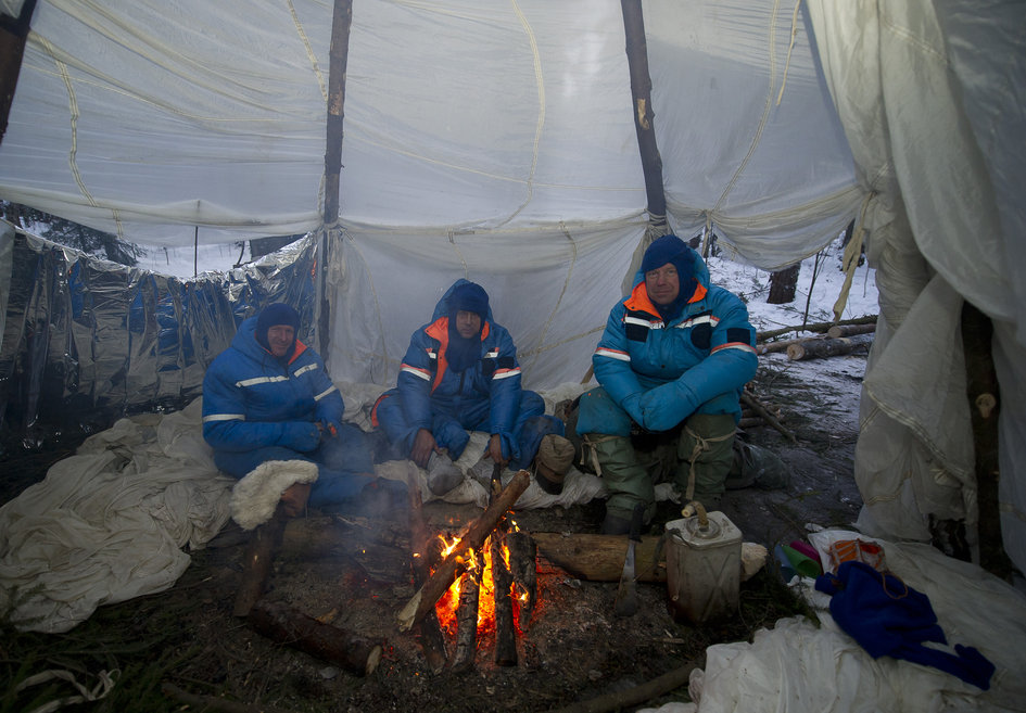 Expedition 46/47 prime crew during winter survival training