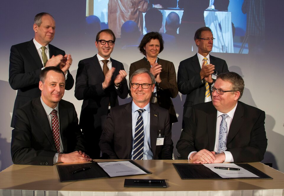 Contract signature for Sentinel-5