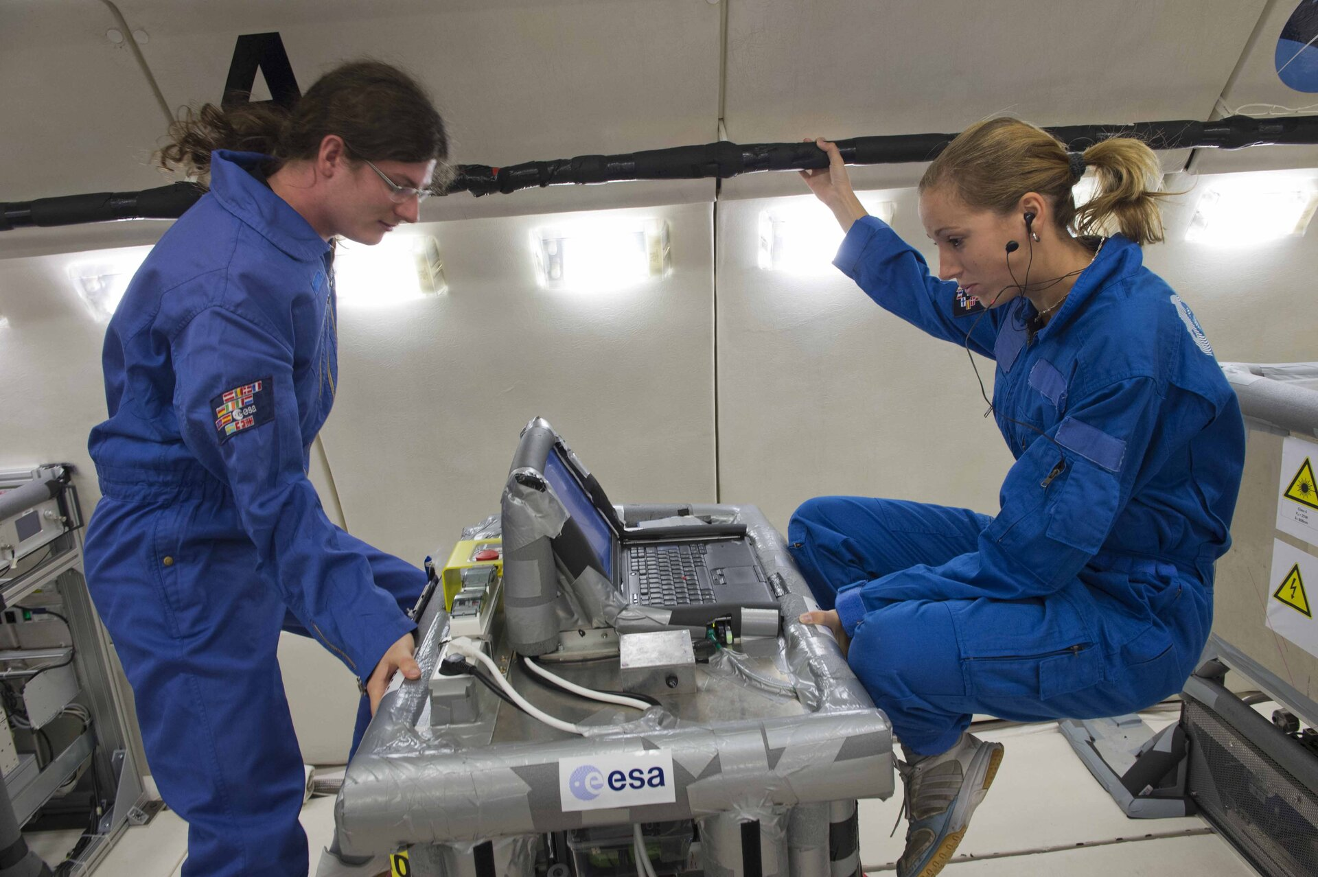 Dustbrothers students operating their experiment in microgravity