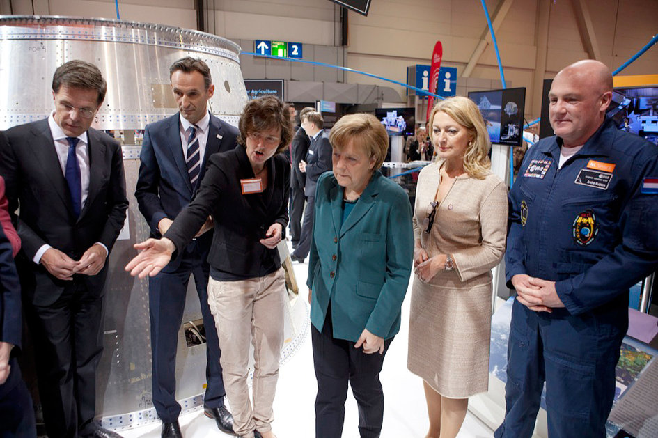 Angela Merkel and Mark Rutte visit NL Space booth at Hannover Messe