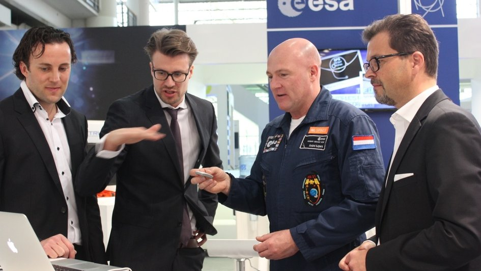 Hannover Fair: André Kuipers visits CERN ESA stand