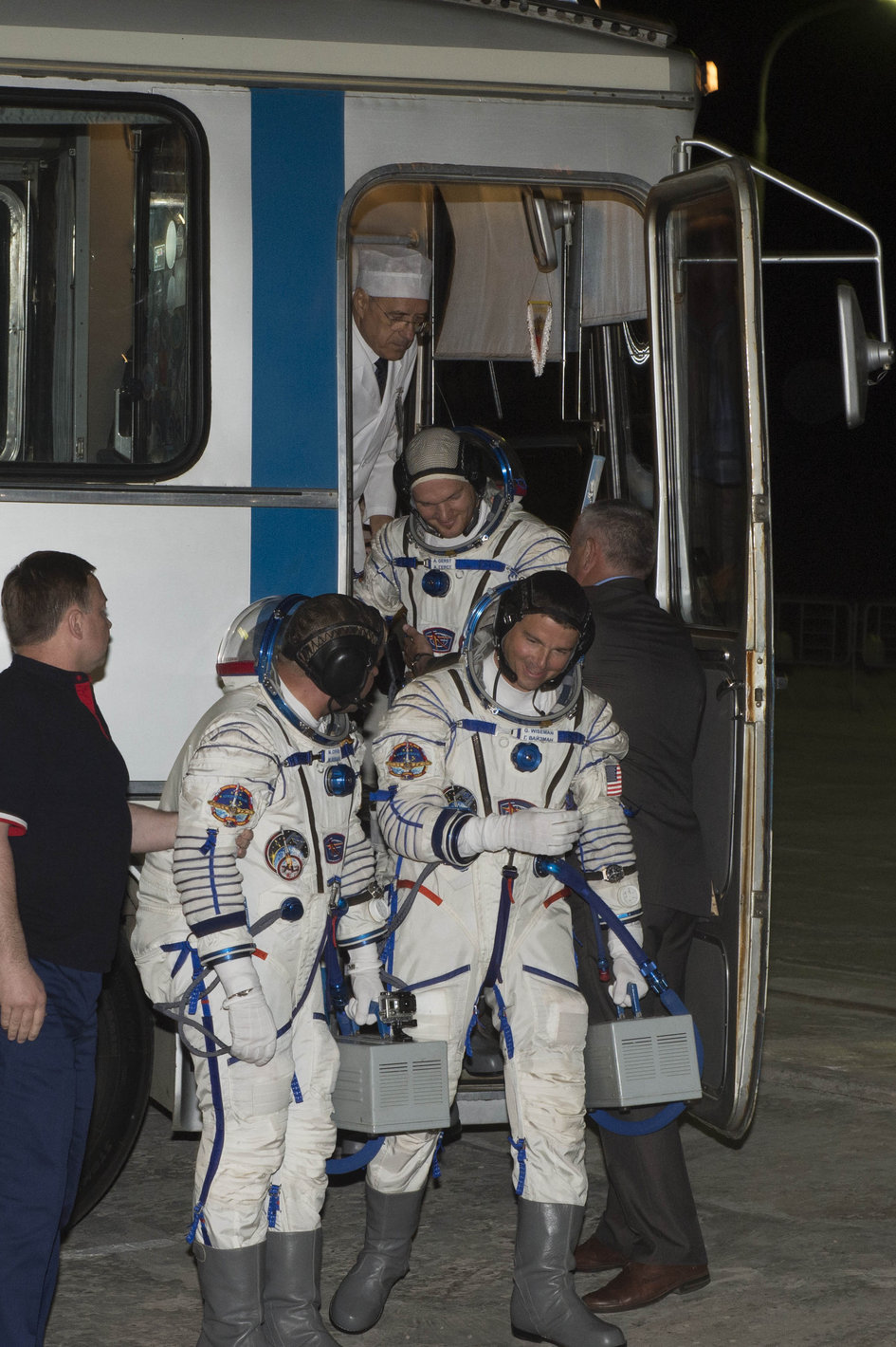 Arrival at the launch pad of Expedition 40/41 crew members