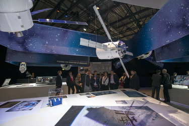 Austrian delegation visits the 'Space for Earth' space pavilion at ILA