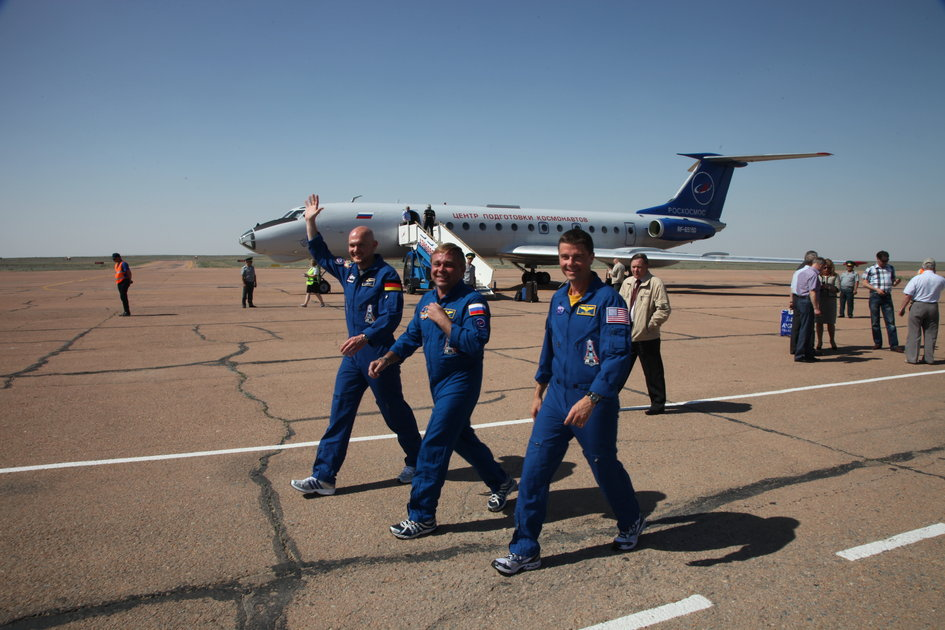 Expedition 40/41 arrive at Baikonur Cosmodrome