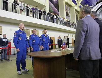 Final qualification exams for the Expedition 40/41 crew