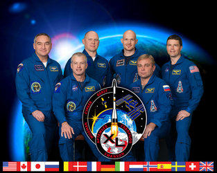 Expedition 40 crew members