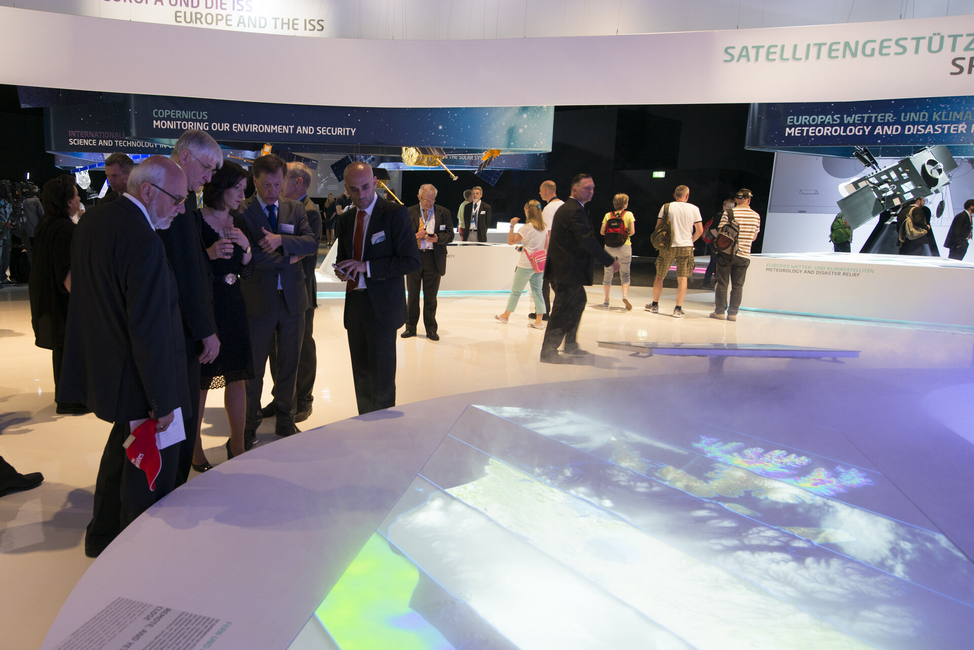 Katherina Reiche visits the 'Space for Earth' space pavilion at ILA
