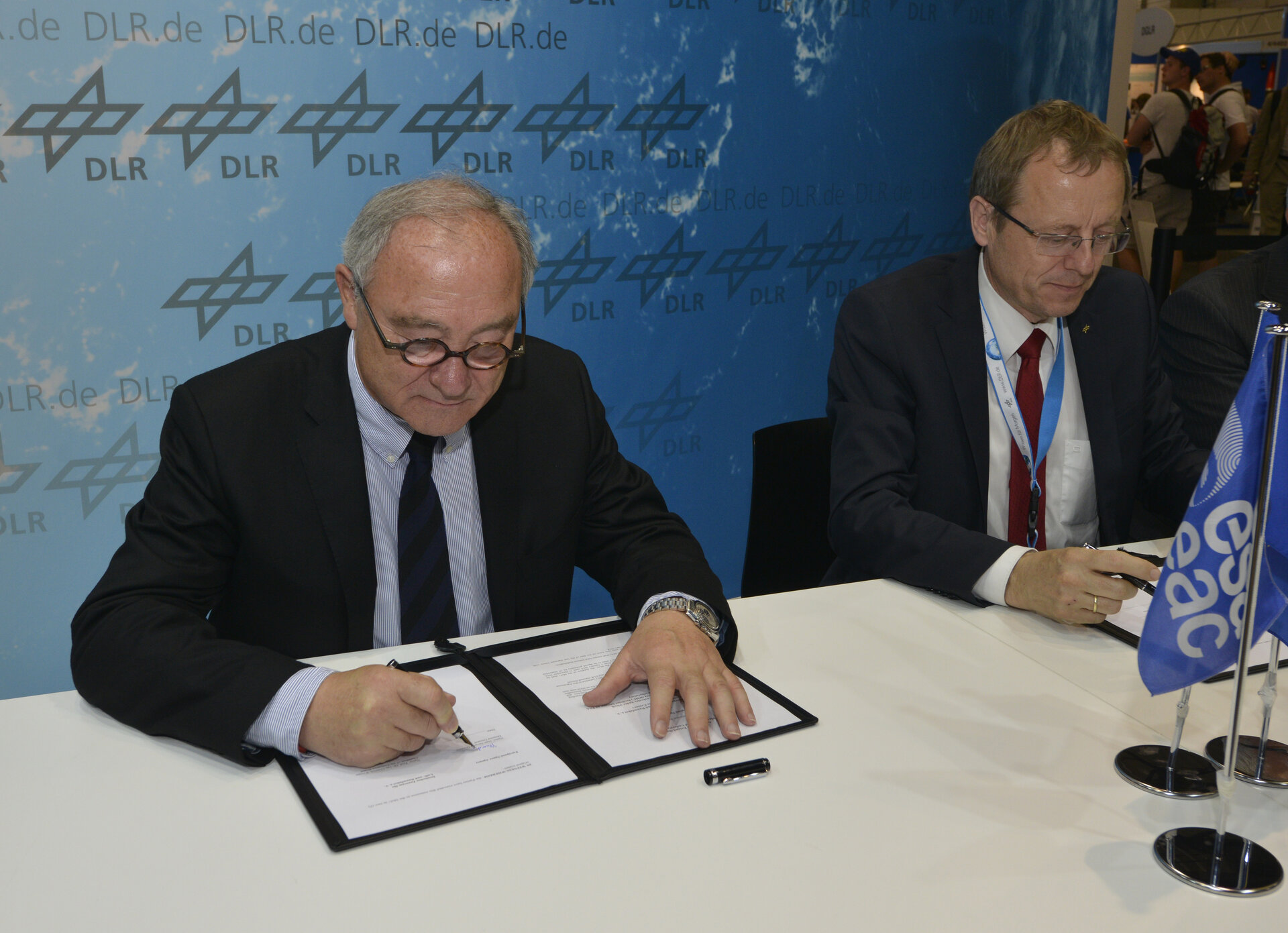 Signature ESA DLR agreement
