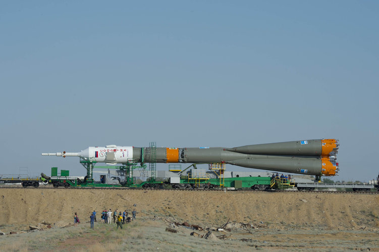 Soyuz TMA-13M spacecraft roll out