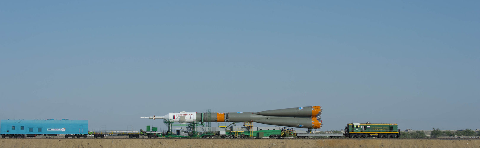 Soyuz moving to launchpad