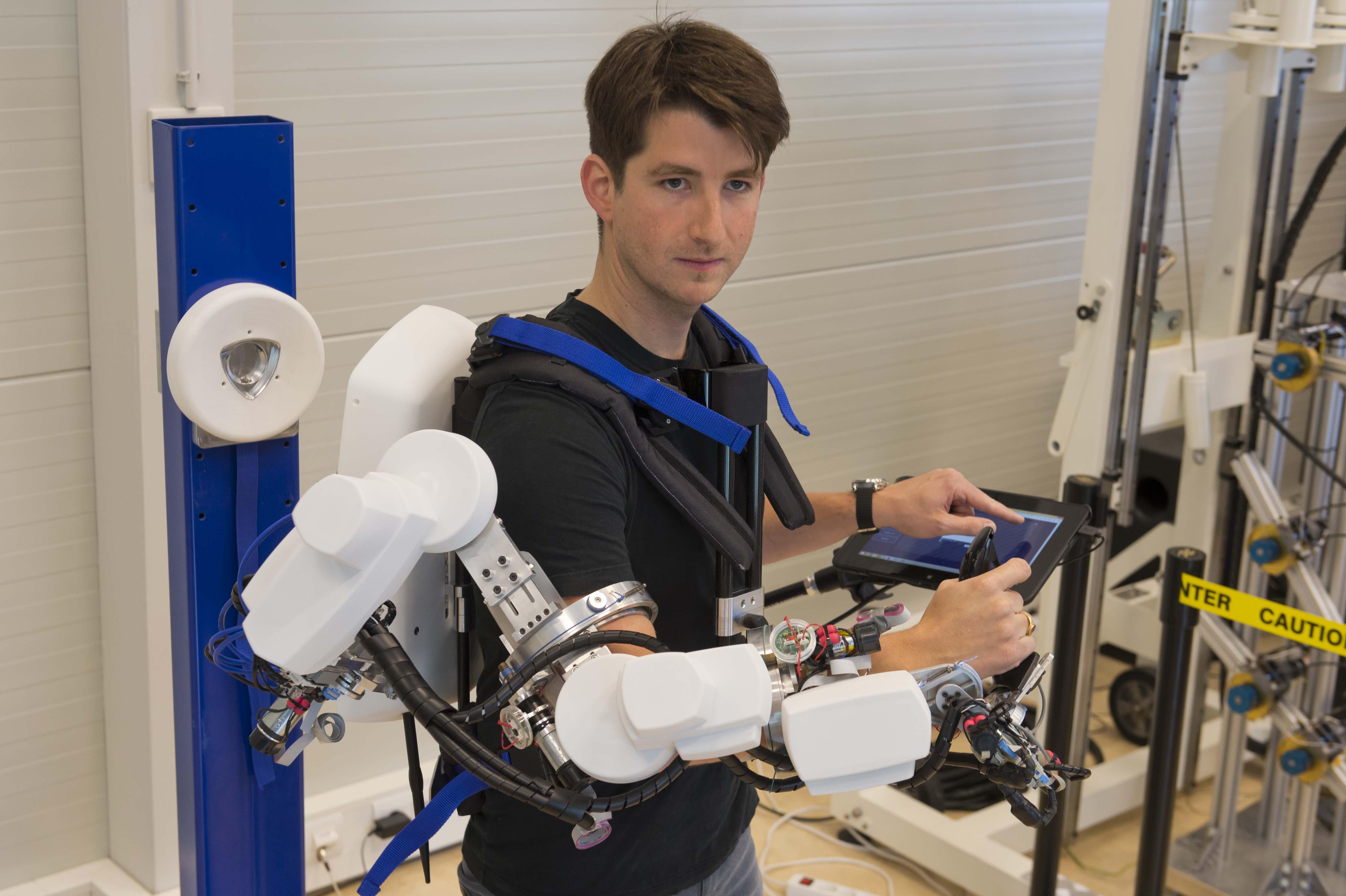 Space in Images - 2014 - 05 - Telerobotics exoskeleton
