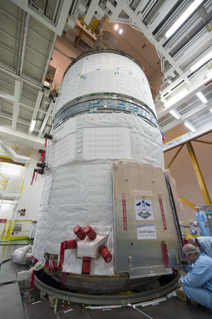 ATV-5 lowered onto Ariane 5