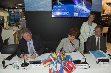 Agreement signed between ESA and the satellite operator exactEarth