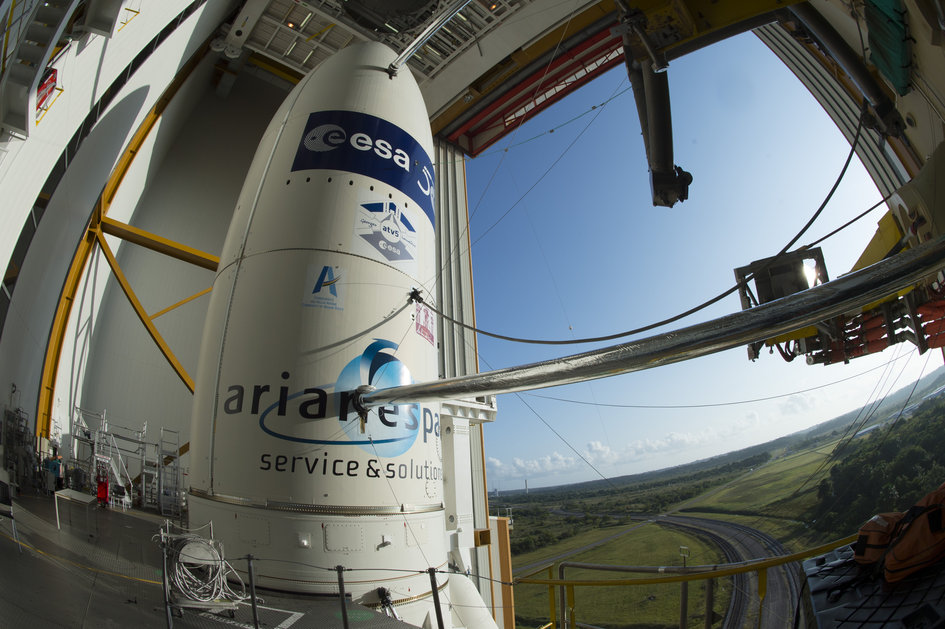 Ariane 5 in the BAF ready for transfer to the launch pad