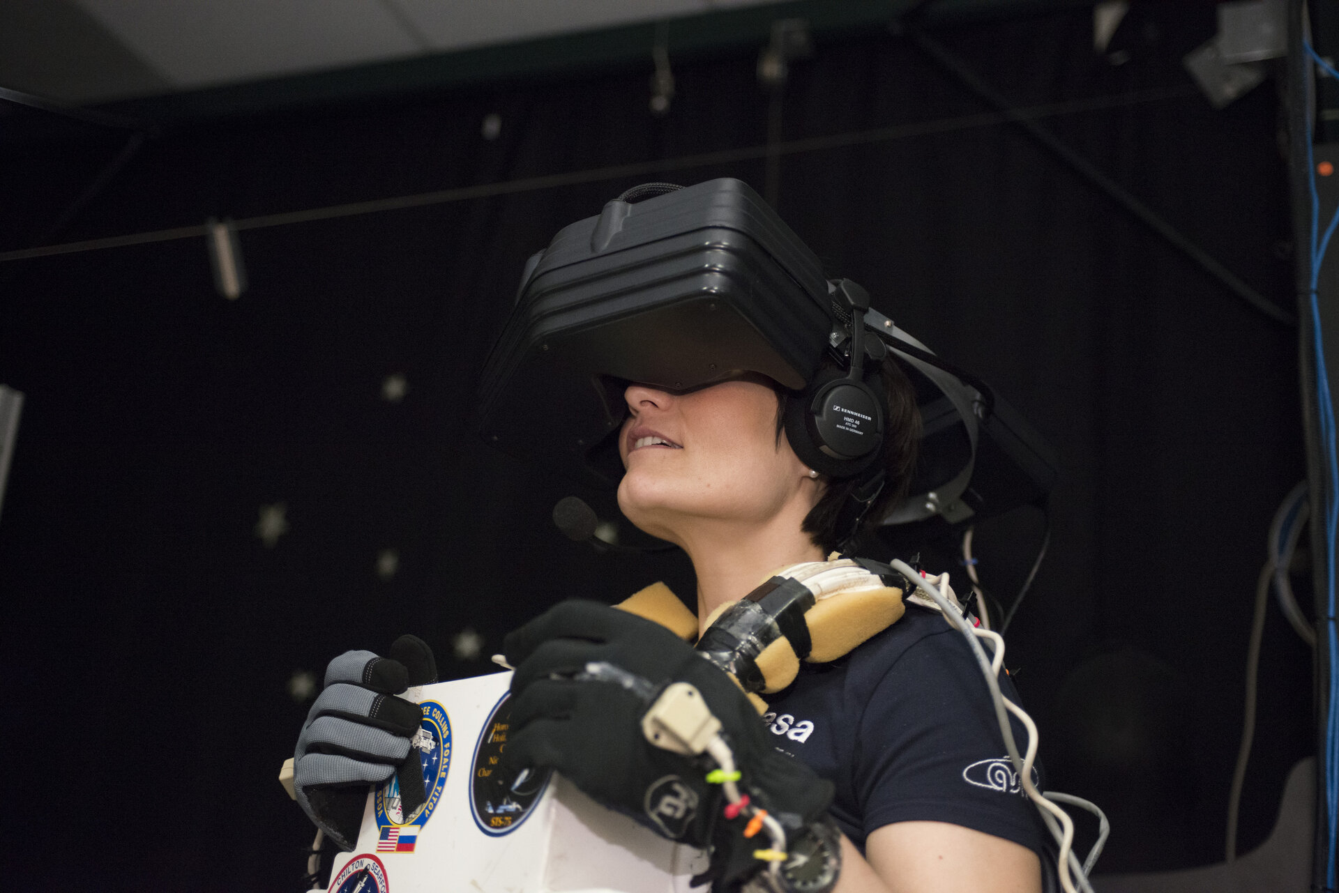 Samantha using the virtual reality hardware at JSC